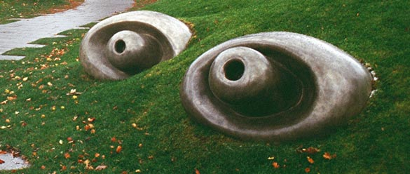 Williams-College-Art-Museum-Louise-Bourgeois-Sculpture-Entry-walk-featured